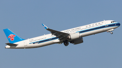 A picture of B324P - Airbus A321253NX - China Southern Airlines - © Charlie-Aviationphotography