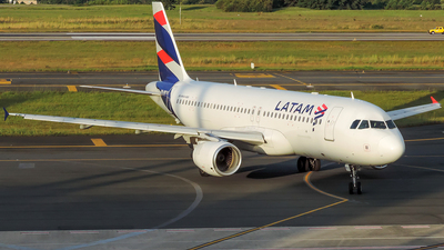 A picture of PRMYV - Airbus A320214 - LATAM Airlines - © J3an_longo