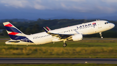 PR-TYF - Airbus A320-214 - LATAM Airlines