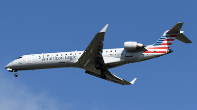 A picture of N758SK - Mitsubishi CRJ701ER - American Airlines - © DJ Reed - OPShots Photo Team