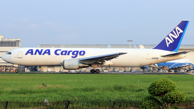 A picture of JA8358 - Boeing 767381(ER)(BCF) - All Nippon Airways - © Egg_Shadowsine Aviation
