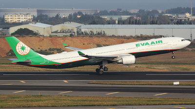 A picture of B16338 - Airbus A330302 - EVA Air - © mobfeng
