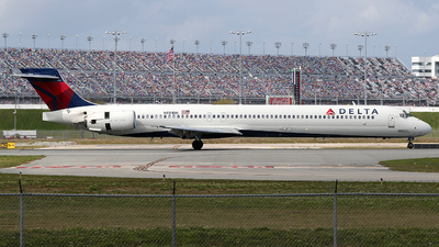 A picture of N931DN - McDonnell Douglas MD9030 - [53544] - © Eric Page Lu