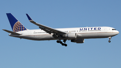 A picture of N677UA - Boeing 767322(ER) - United Airlines - © Xiamen Air 849 Heavy