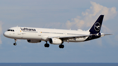 A picture of DAIDG - Airbus A321231 - Lufthansa - © Pampillonia Francesco - Plane Spotters Bari