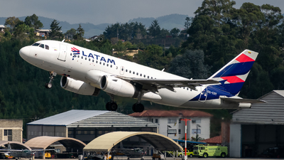A picture of CCCOY - Airbus A319132 - LATAM Airlines - © Sergio Guevara