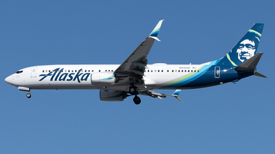 A picture of N413AS - Boeing 737990(ER) - Alaska Airlines - © Yixin Chen