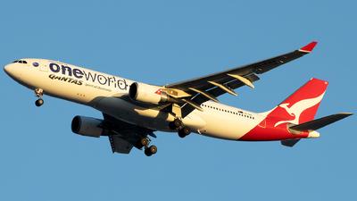 VH-EBV - Airbus A330-202 - Qantas