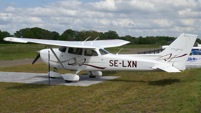 A picture of SELXN - Cessna 172S Skyhawk SP - [172S10699] - © Herb Hunter