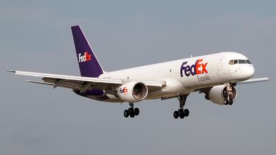 A picture of N794FD - Boeing 757222(SF) - FedEx - © Angel Natal
