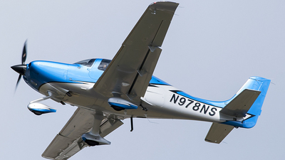 N978NS - Cirrus SR22-GTS G6 Carbon - Private