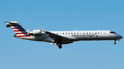 N758EV - Bombardier CRJ-701ER - American Eagle (SkyWest Airlines)