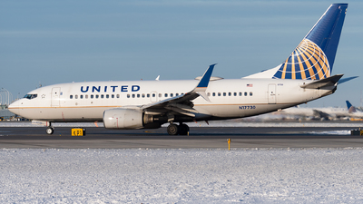 A picture of N17730 - Boeing 737724 - United Airlines - © bill wang