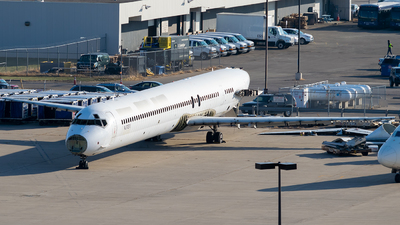 N311EV - McDonnell Douglas MD-90-30 - Untitled