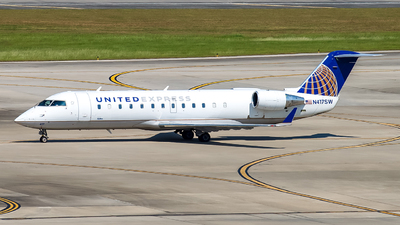 A picture of N417SW - Mitsubishi CRJ200LR - United Airlines - © Lynn Aisin-Gioro
