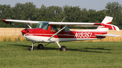 A picture of N19351 - Cessna 150L - [15074359] - © Joe Osciak