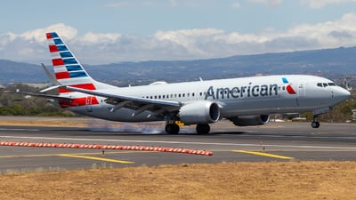 A picture of N323SG - Boeing 737 MAX 8 - American Airlines - © Alonso Cisneros