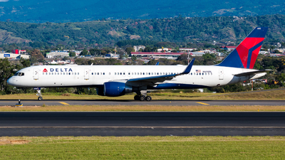 N690DL - Boeing 757-232 - Delta Air Lines