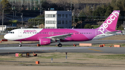 JA818P - Airbus A320-214 - Peach Aviation