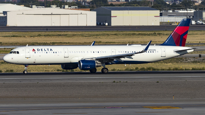 A picture of N350DN - Airbus A321211 - Delta Air Lines - © David Lee