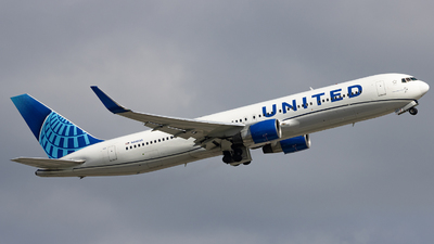 A picture of N648UA - Boeing 767322(ER) - United Airlines - © Sean Brink