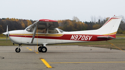 A picture of N9706V - Cessna 172M Skyhawk - [17264482] - © John Newsome