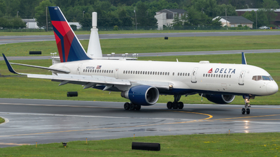 A picture of N703TW - Boeing 7572Q8 - Delta Air Lines - © Hudson Garber