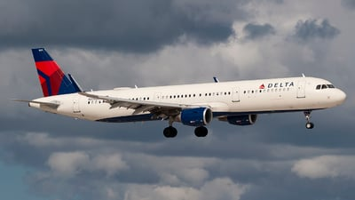 A picture of N325DN - Airbus A321211 - Delta Air Lines - © Mark Lawrence