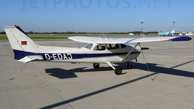 A picture of DEDAJ - Cessna 172M Skyhawk - [17261886] - © Thoralf Doehring