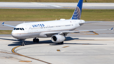 A picture of N452UA - Airbus A320232 - United Airlines - © Davin Amy