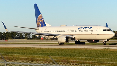 N33292 - Boeing 737-824 - United Airlines