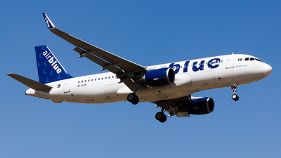 A picture of APEDH - Airbus A320214 - AirBlue - © MSufiyan