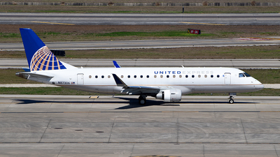 A picture of N87306 - Embraer E175LR - United Airlines - © Rocky Wang