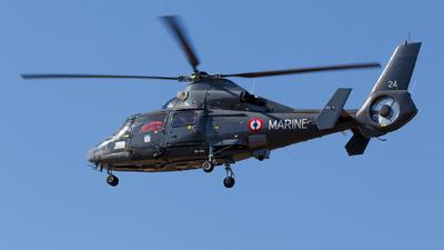 24 - Aérospatiale SA 365N Dauphin 2 - France - Navy