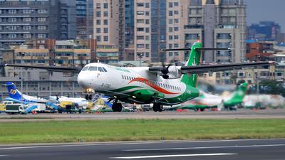 A picture of B17010 - ATR 72600 - UNI Air - © AIRSHI