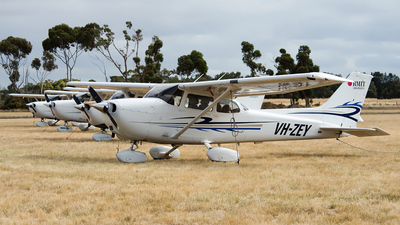 VH-ZEY - Cessna 172S Skyhawk SP - RMIT Flight Training