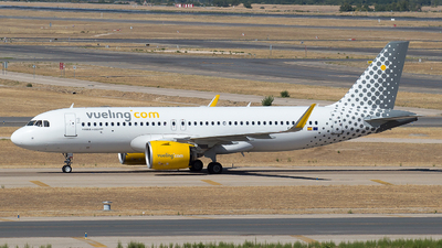 A picture of ECMZT - Airbus A320271N - Vueling - © Mateo León