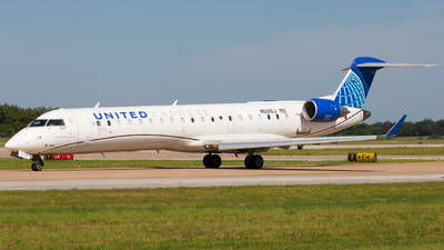 A picture of N501GJ - Mitsubishi CRJ550 - United Airlines - © Andrew Jeng