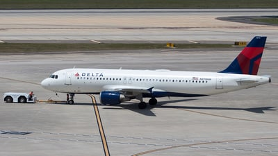 A picture of N370NW - Airbus A320212 - Delta Air Lines - © Bruce Leibowitz