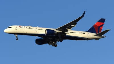 N6703D - Boeing 757-232 - Delta Air Lines