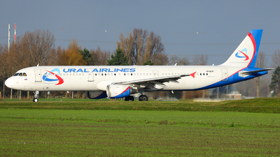 A picture of VPBVP - Airbus A321211 - Ural Airlines - © R. Eikelenboom