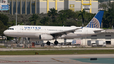 A picture of N472UA - Airbus A320232 - United Airlines - © Mark Lawrence