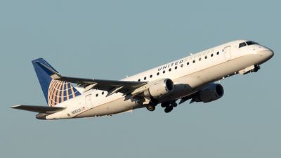 A picture of N88326 - Embraer E175LR - United Airlines - © Yixin Chen