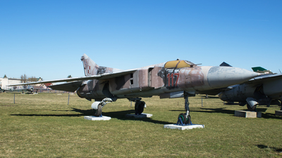 117 - Mikoyan-Gurevich MiG-23MF Flogger B - Poland - Air Force