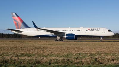 N722TW - Boeing 757-231 - Delta Air Lines