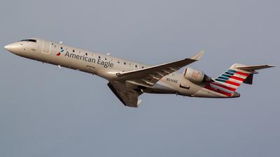 A picture of N514AE - Mitsubishi CRJ701ER - American Airlines - © Bryan Wu