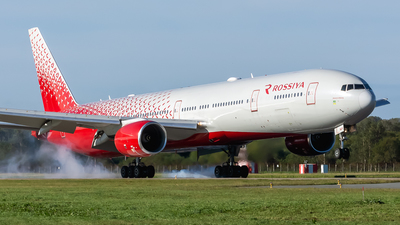 A picture of EIXLP - Boeing 777312 - Rossiya - © Alexander Dunaev