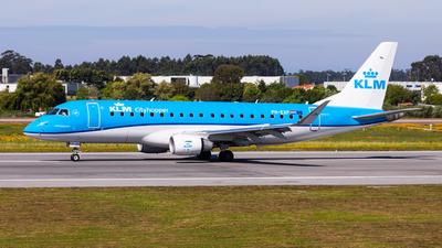A picture of PHEXP - Embraer E175STD - KLM - © Carlos Miguel Seabra