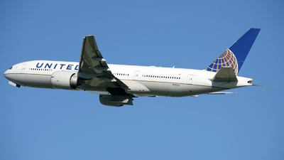 N78005 - Boeing 777-224(ER) - United Airlines