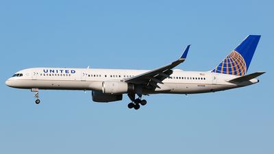 N13138 - Boeing 757-224 - United Airlines